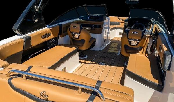 2021 Chaparral boat for sale, model of the boat is 267 SSX & Image # 2 of 8