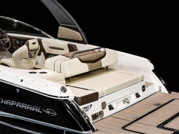 2021 Chaparral boat for sale, model of the boat is 267 SSX & Image # 4 of 8