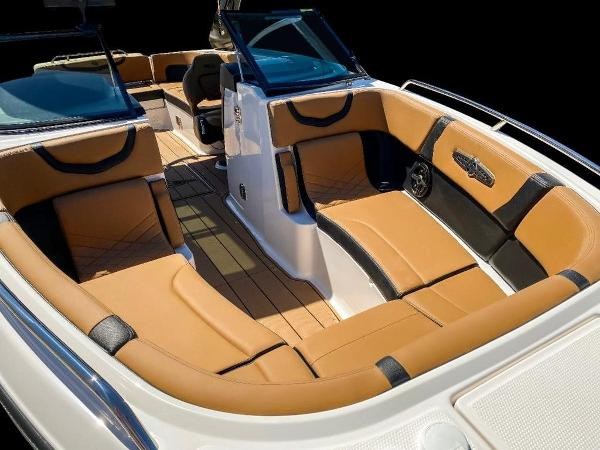2021 Chaparral boat for sale, model of the boat is 267 SSX & Image # 8 of 8