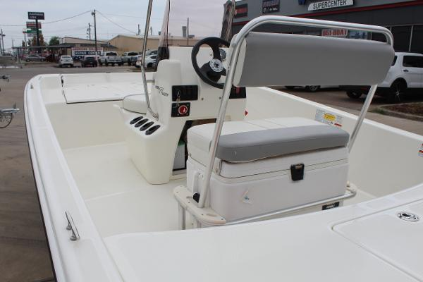 2021 Mako boat for sale, model of the boat is Pro Skiff 17 CC & Image # 7 of 16