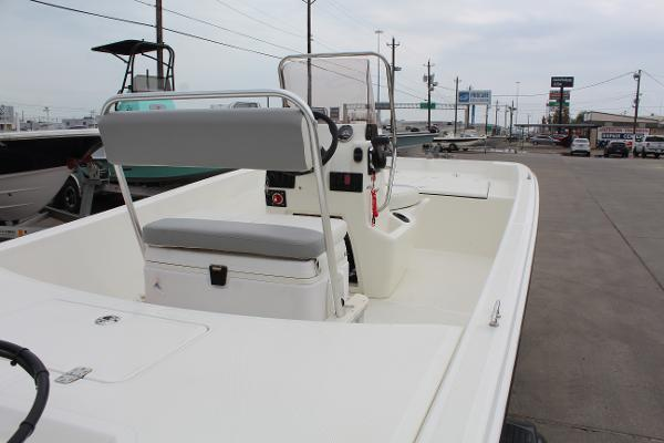 2021 Mako boat for sale, model of the boat is Pro Skiff 17 CC & Image # 9 of 16