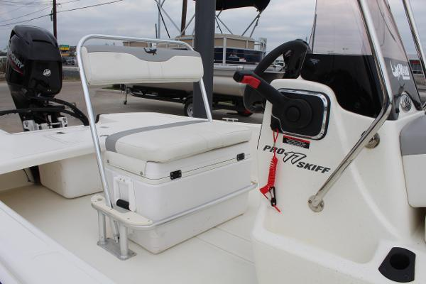 2021 Mako boat for sale, model of the boat is Pro Skiff 17 CC & Image # 10 of 16