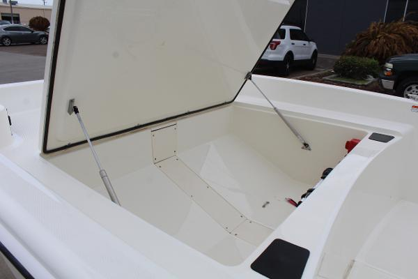2021 Mako boat for sale, model of the boat is Pro Skiff 17 CC & Image # 12 of 16
