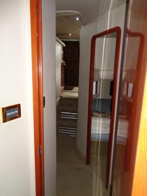 Sea Ray 400 Sedan Bridge - Hallway to Staterooms