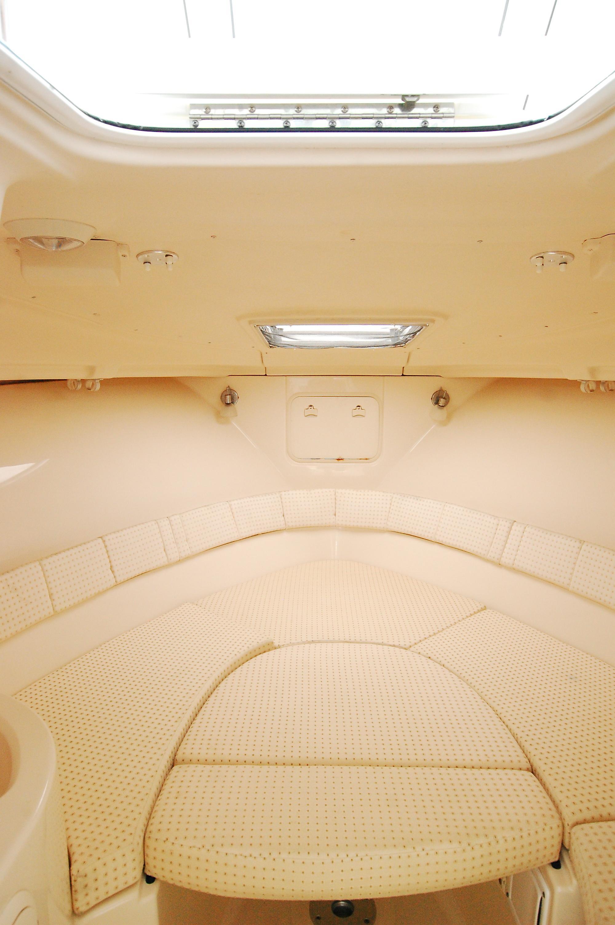 NY 6139 KM Knot 10 Yacht Sales