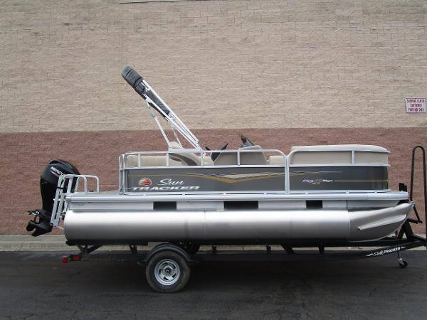 2021 Sun Tracker boat for sale, model of the boat is Party Barge 18 DLX & Image # 1 of 29