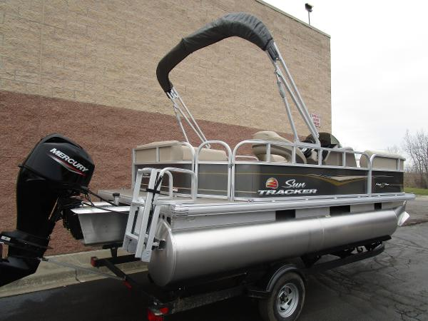 2021 Sun Tracker boat for sale, model of the boat is Party Barge 18 DLX & Image # 5 of 29