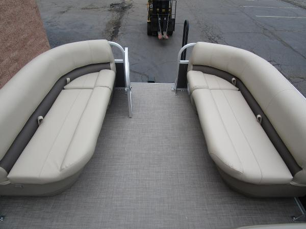 2021 Sun Tracker boat for sale, model of the boat is Party Barge 18 DLX & Image # 12 of 29