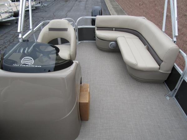 2021 Sun Tracker boat for sale, model of the boat is Party Barge 18 DLX & Image # 17 of 29