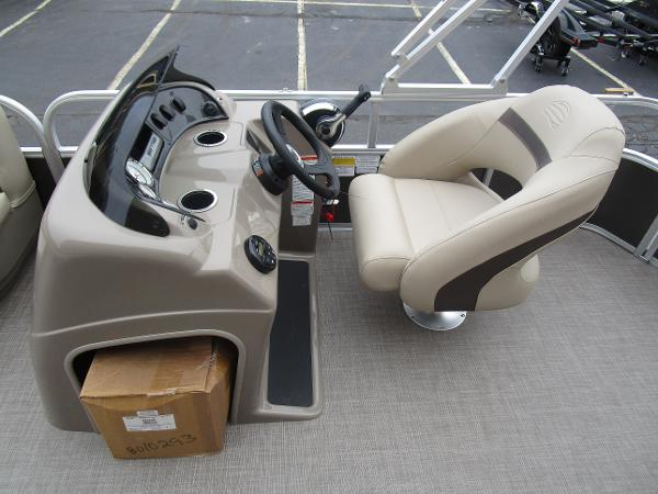 2021 Sun Tracker boat for sale, model of the boat is Party Barge 18 DLX & Image # 21 of 29