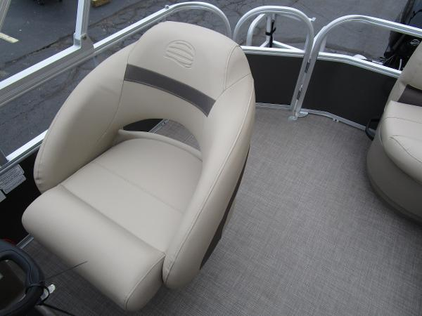 2021 Sun Tracker boat for sale, model of the boat is Party Barge 18 DLX & Image # 22 of 29