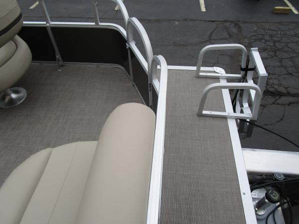 2021 Sun Tracker boat for sale, model of the boat is Party Barge 18 DLX & Image # 27 of 29