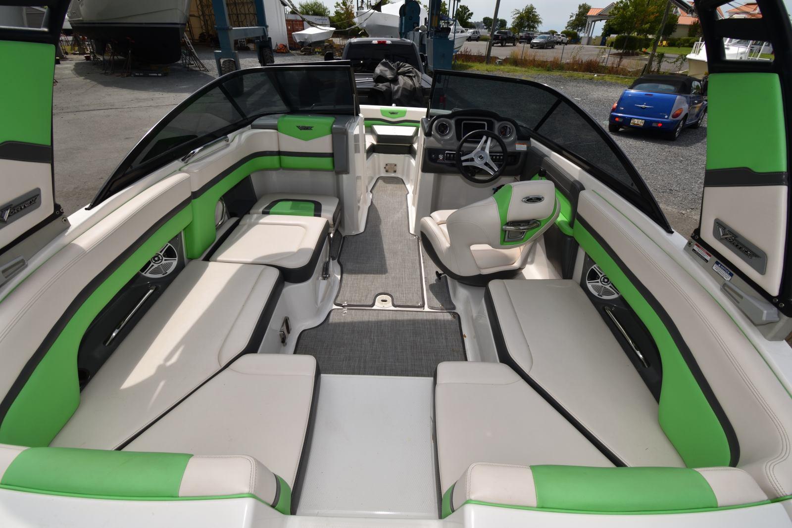 M 6342 CF Knot 10 Yacht Sales