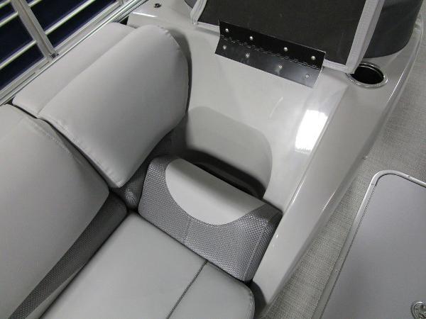 2021 Regency boat for sale, model of the boat is 230 DL3 & Image # 8 of 54
