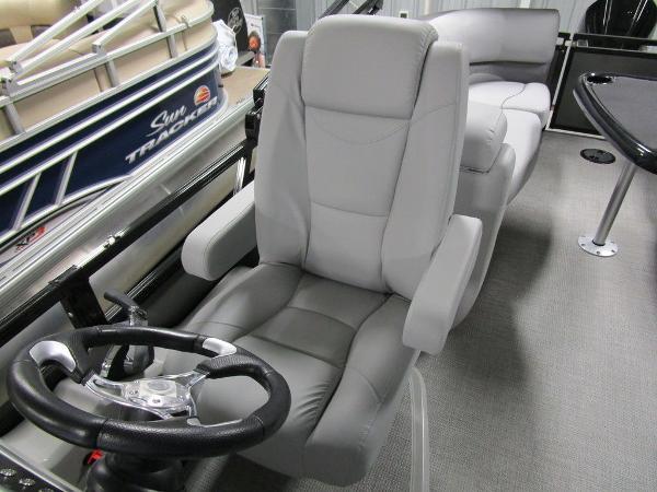 2021 Regency boat for sale, model of the boat is 230 DL3 & Image # 23 of 54