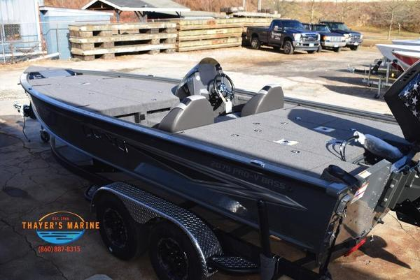 2020 Lund boat for sale, model of the boat is 2075 Pro-V Bass Bench Seating & Image # 6 of 103