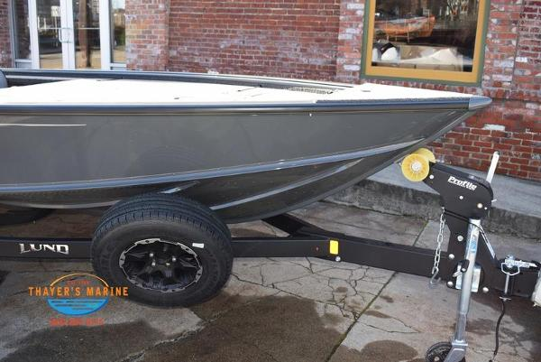 2020 Lund boat for sale, model of the boat is 2075 Pro-V Bass Bench Seating & Image # 13 of 103
