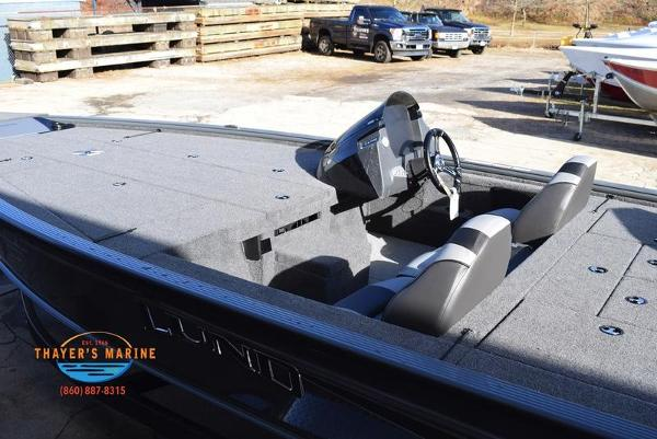 2020 Lund boat for sale, model of the boat is 2075 Pro-V Bass Bench Seating & Image # 26 of 103