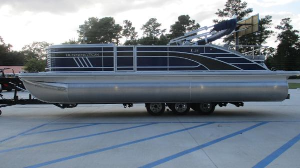 2021 Bennington boat for sale, model of the boat is 23 LSB & Image # 3 of 45