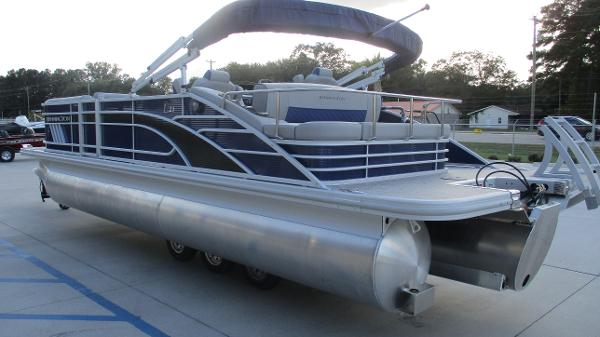2021 Bennington boat for sale, model of the boat is 23 LSB & Image # 5 of 45