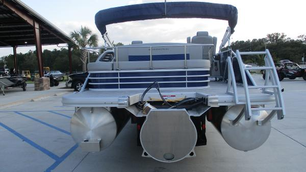 2021 Bennington boat for sale, model of the boat is 23 LSB & Image # 7 of 45