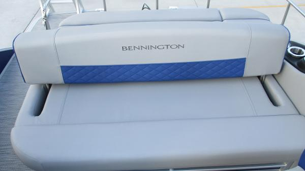 2021 Bennington boat for sale, model of the boat is 23 LSB & Image # 14 of 45