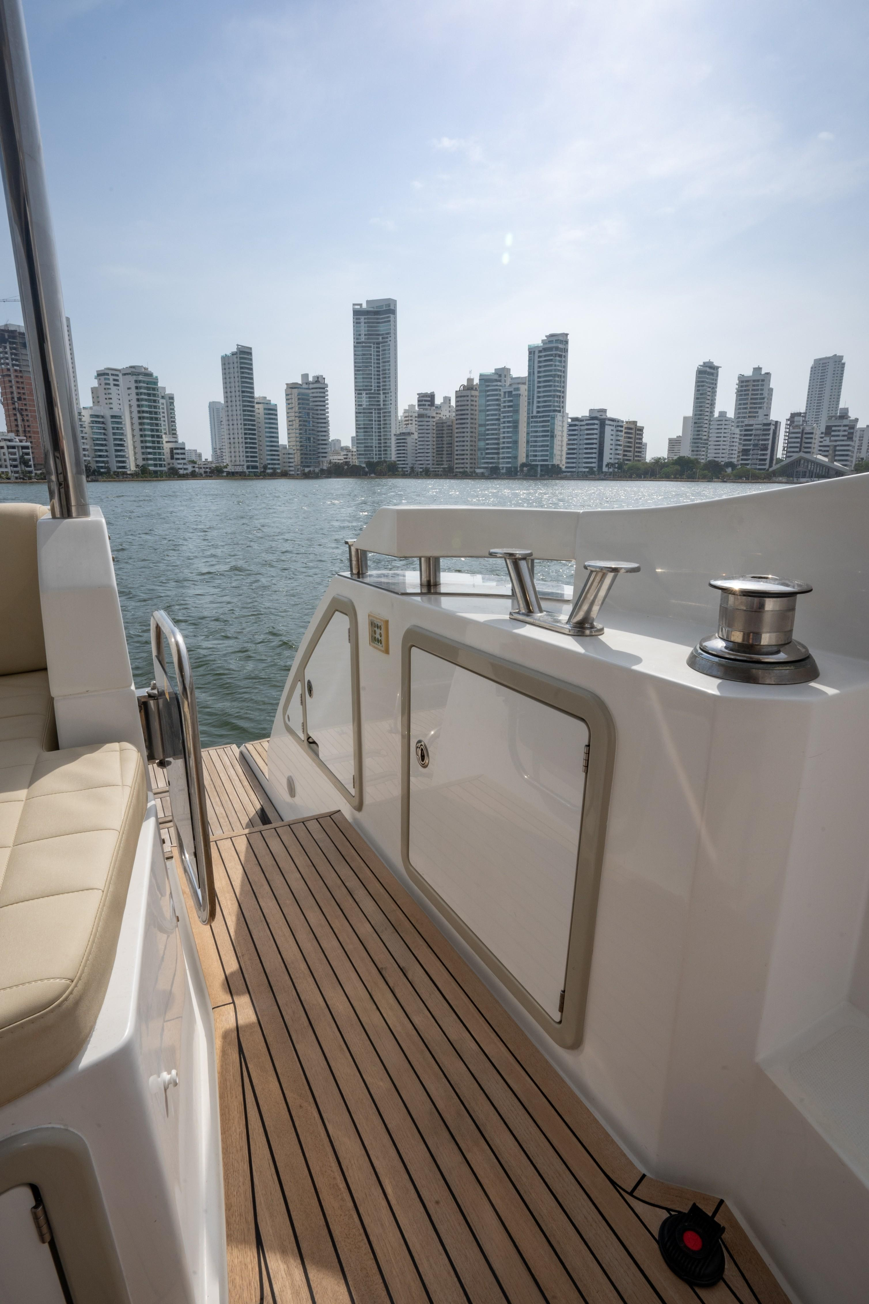 2015 Azimut 50 ''Isamar'' - Steps to Aft deck