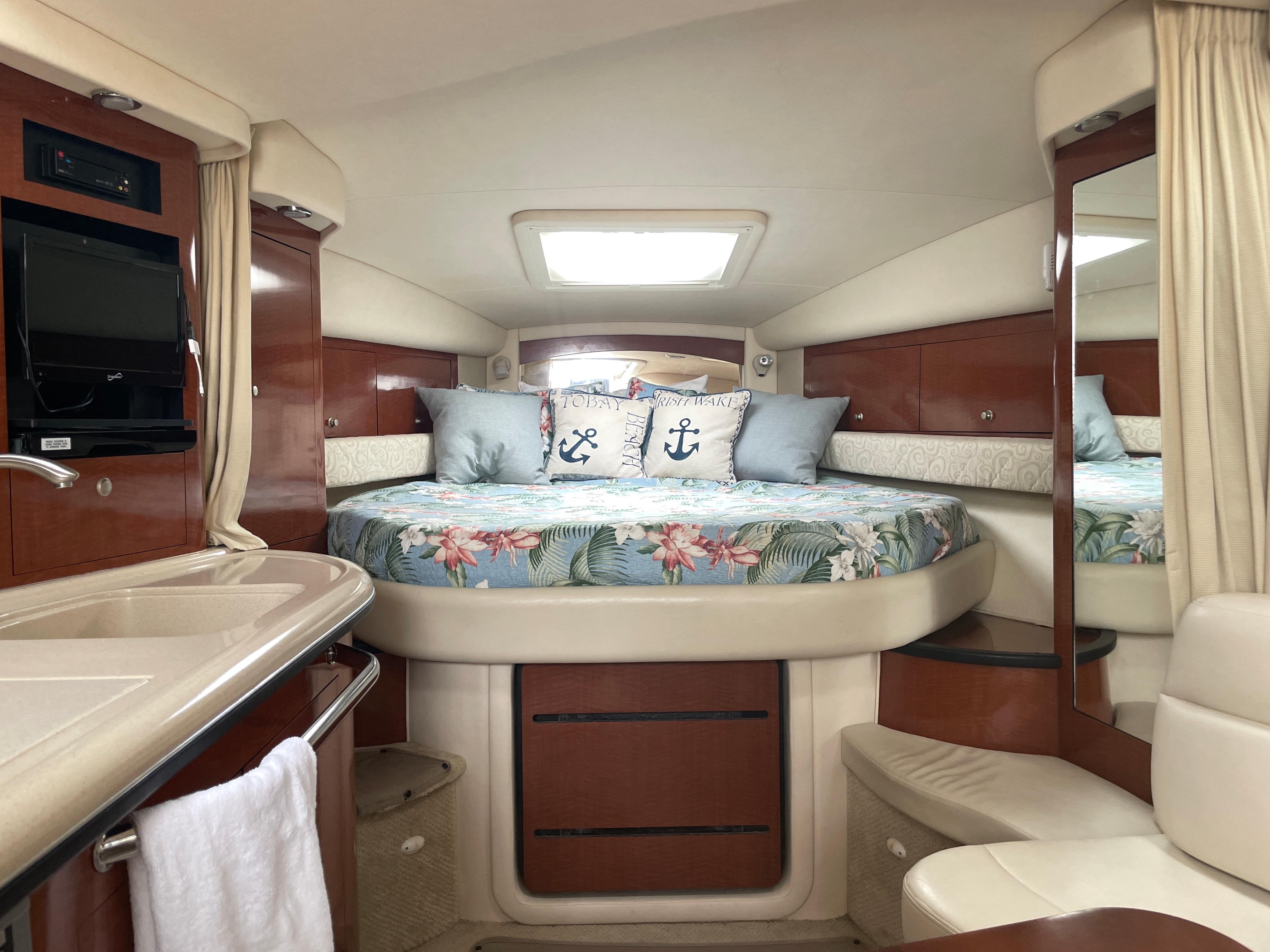 NY 6517 KM Knot 10 Yacht Sales