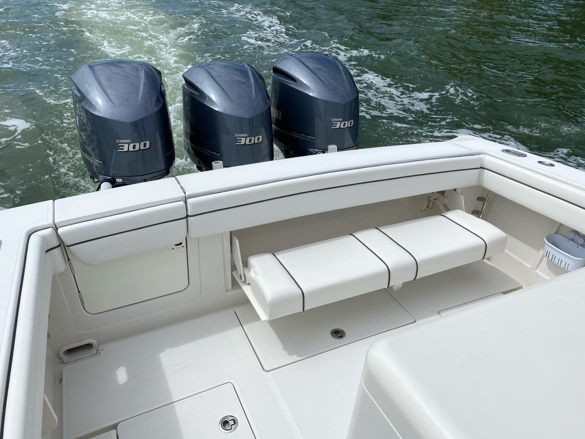 2017 Jupiter 34 FORWARD SEATING