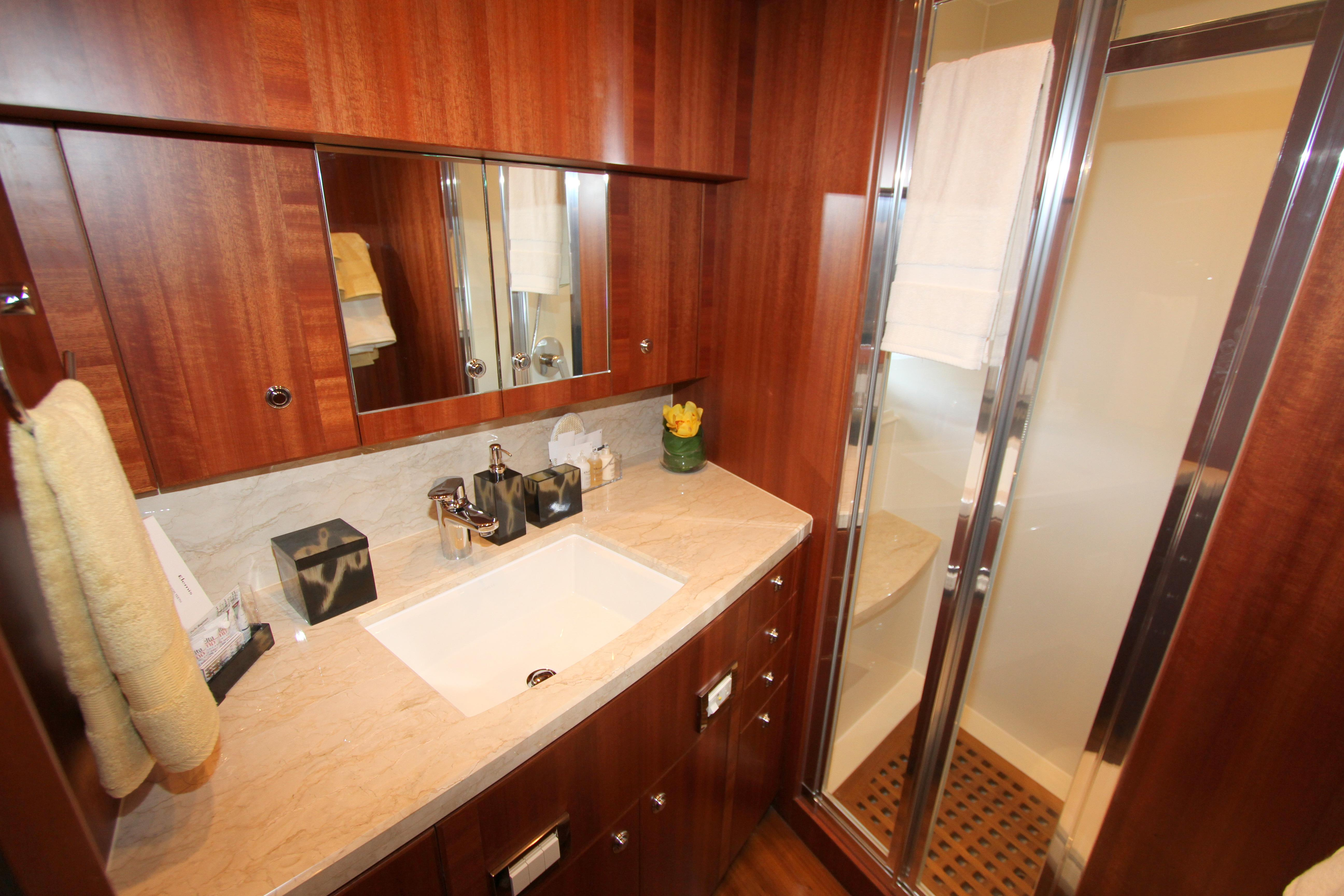 VIP Stateroom en suite head
