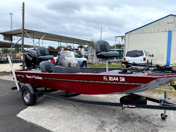 2020 Tracker Boats boat for sale, model of the boat is CLASSIC XL & Image # 2 of 16