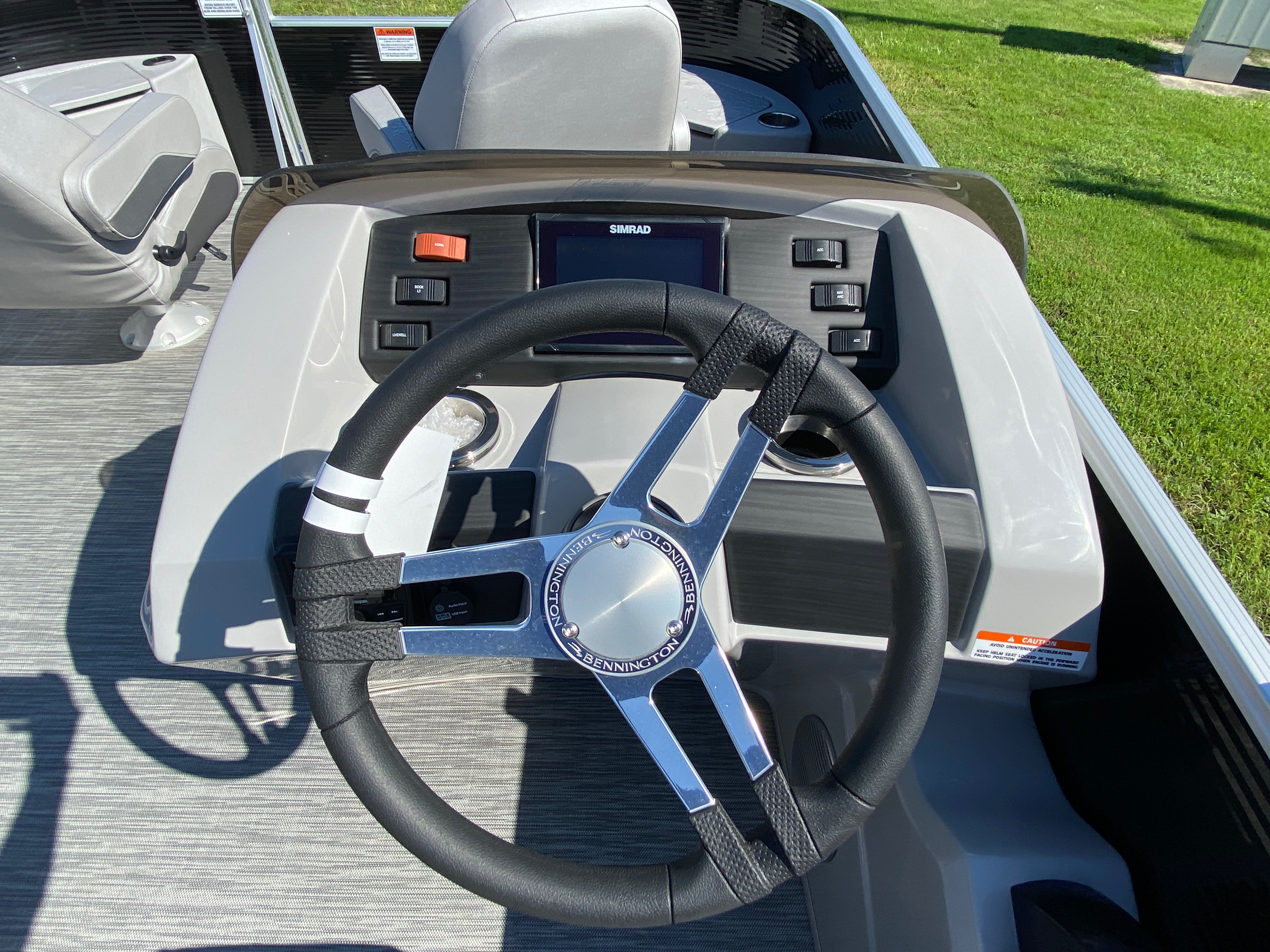 2020 Bennington boat for sale, model of the boat is 20 SFX & Image # 8 of 9