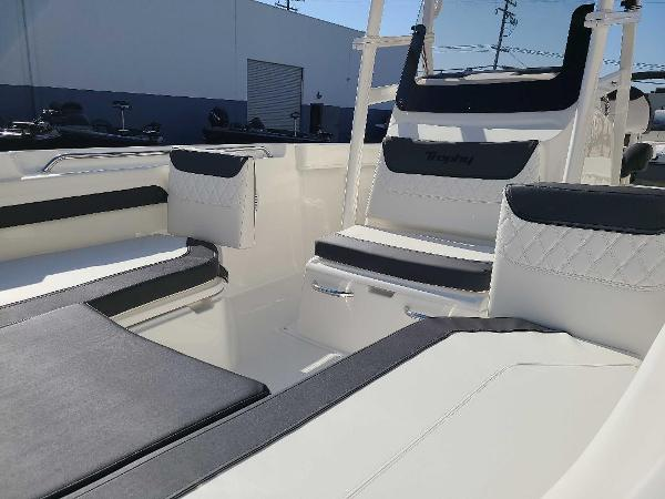 2022 Bayliner boat for sale, model of the boat is T22CC & Image # 6 of 27