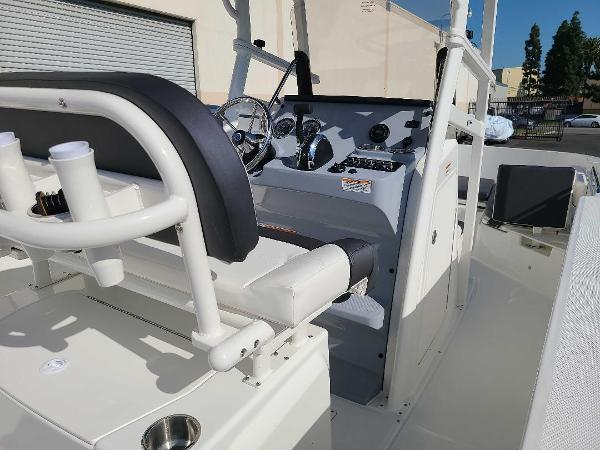 2022 Bayliner boat for sale, model of the boat is T22CC & Image # 8 of 27