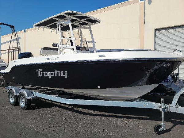 2022 Bayliner boat for sale, model of the boat is T22CC & Image # 2 of 27