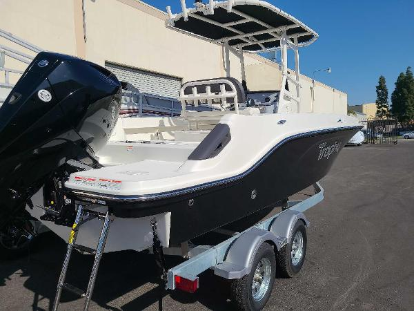2022 Bayliner boat for sale, model of the boat is T22CC & Image # 3 of 27