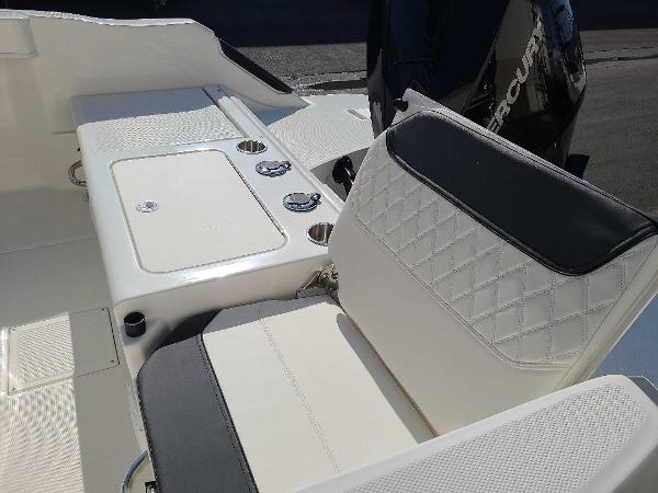 2022 Bayliner boat for sale, model of the boat is T22CC & Image # 7 of 27