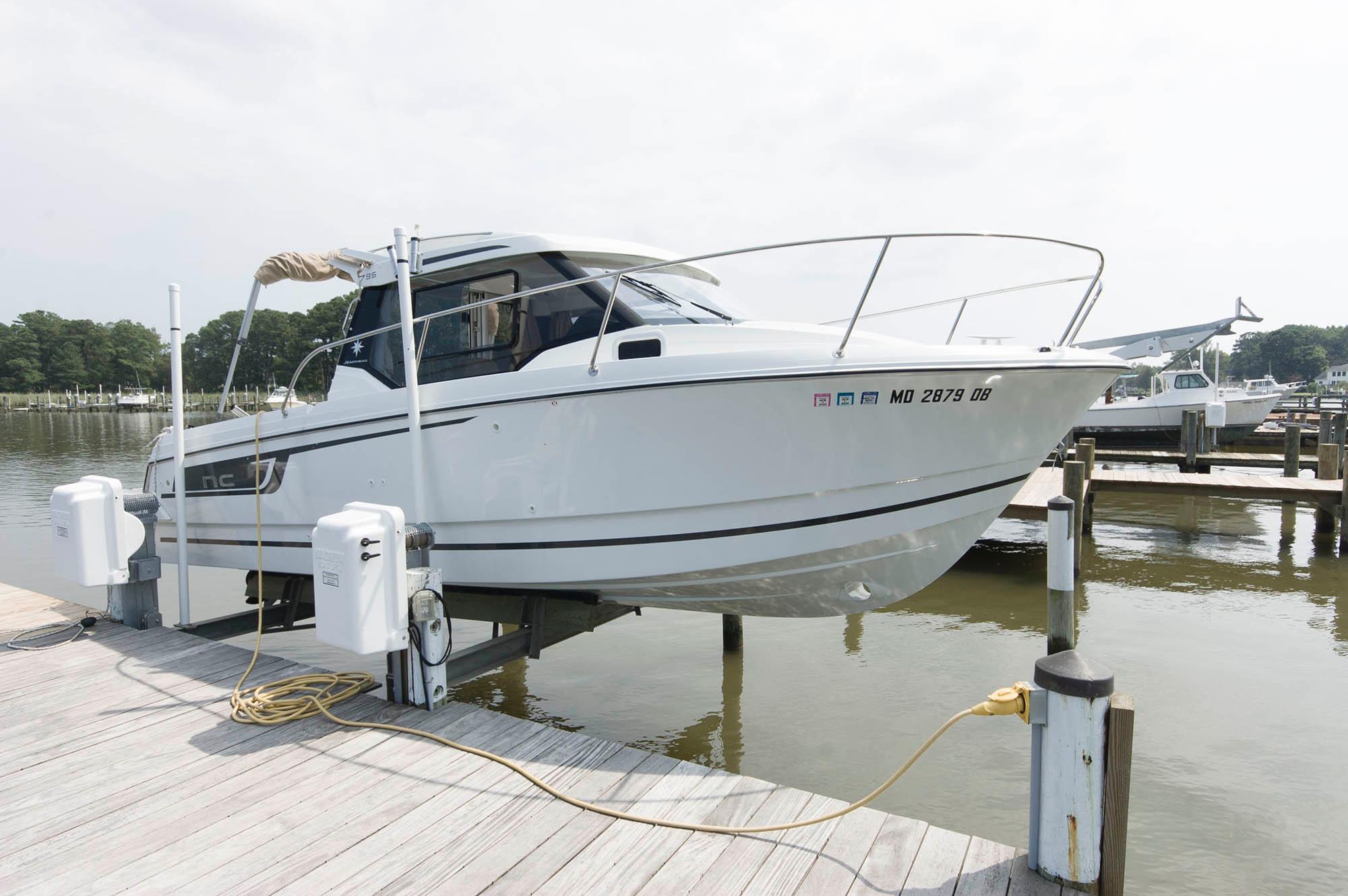 M 5623 KB Knot 10 Yacht Sales