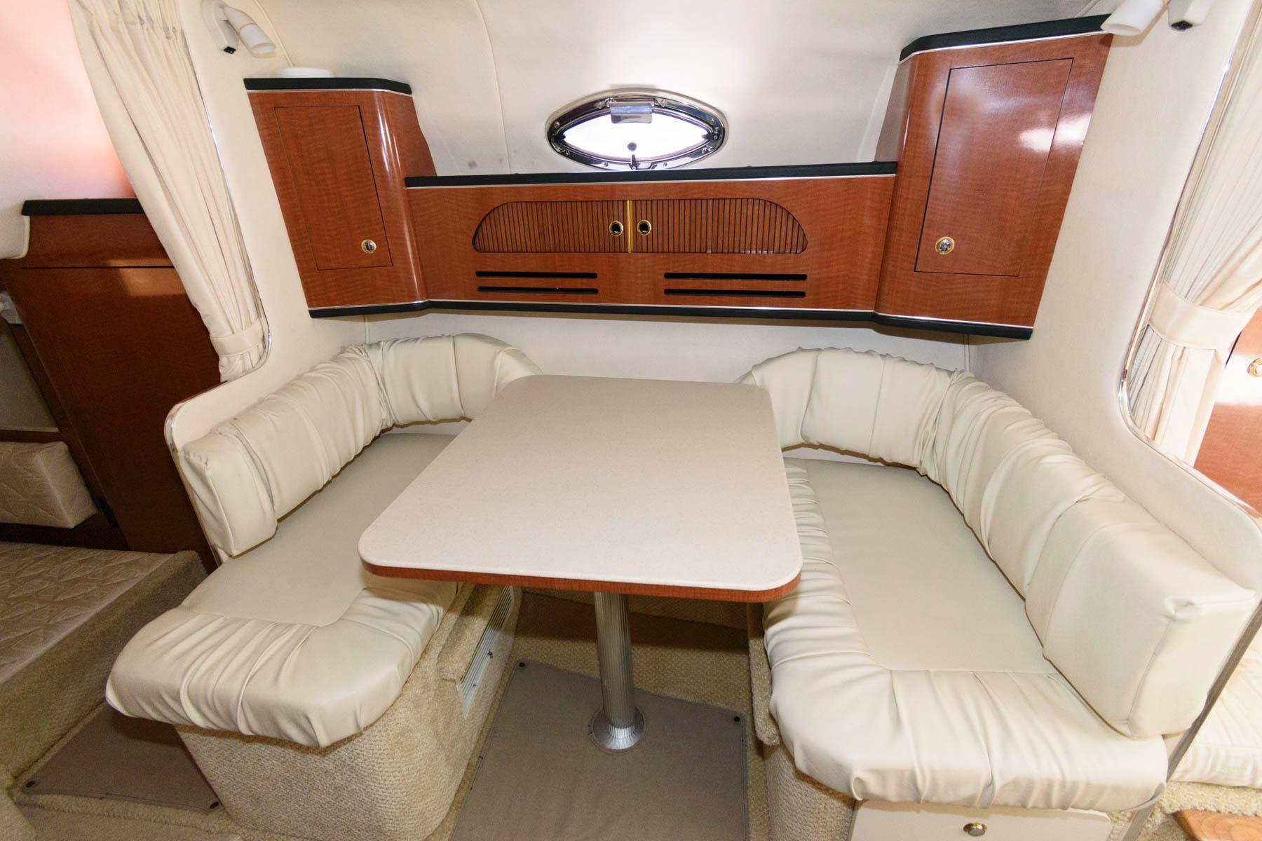 M 6213 KB Knot 10 Yacht Sales