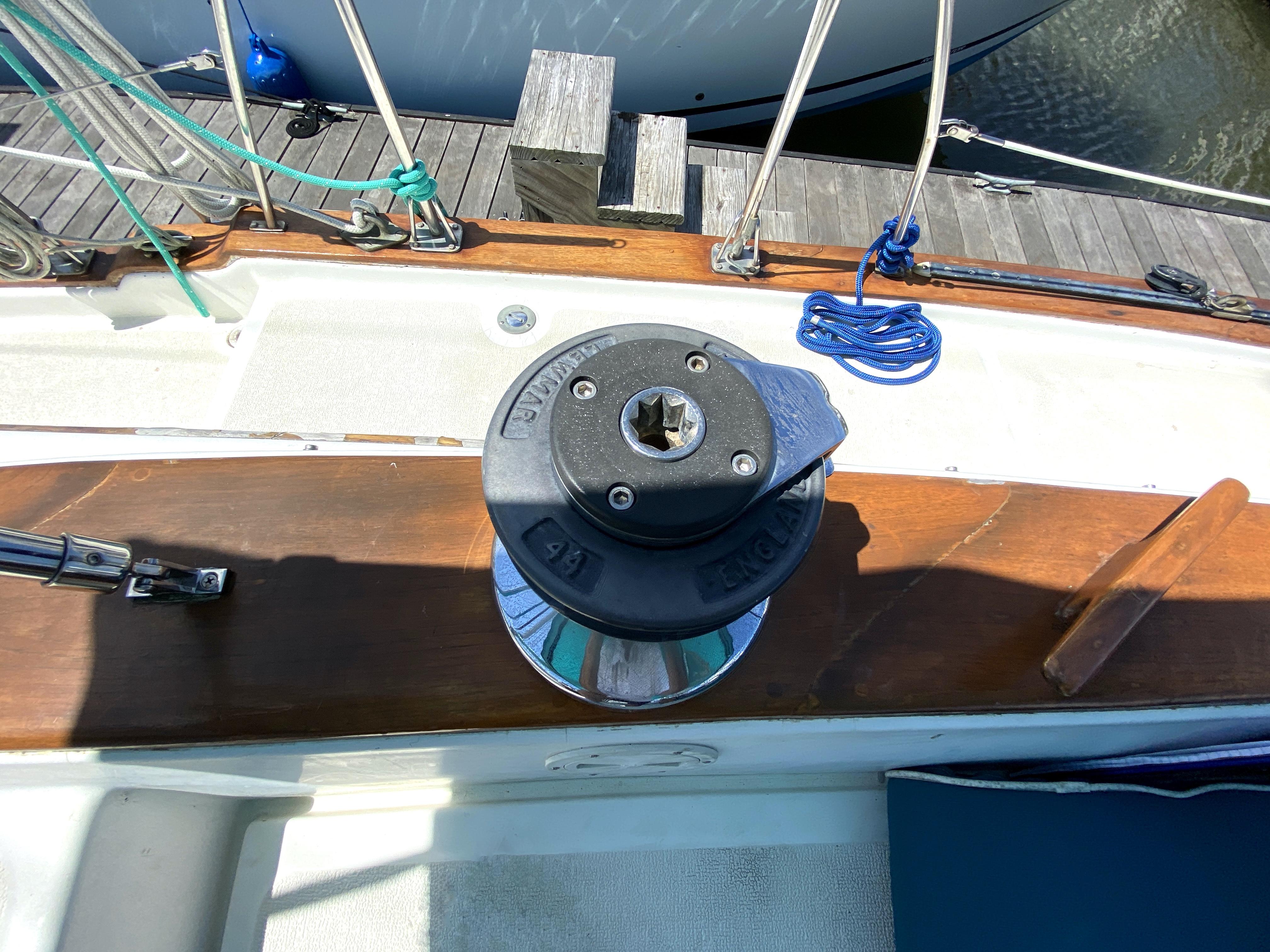 Endeavour 40 Center Cockpit - starboard lewmar winch