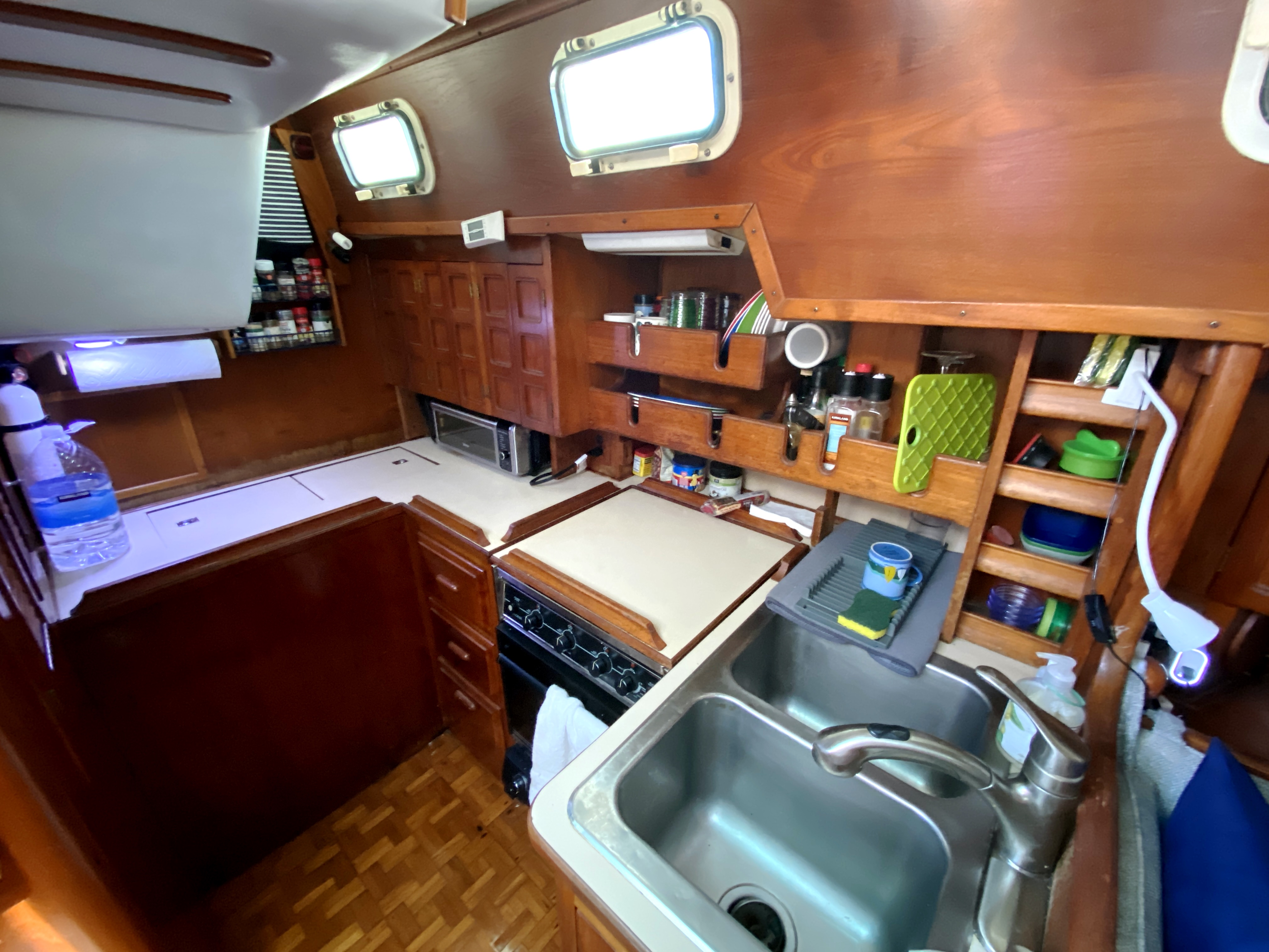 Endeavour 40 Center Cockpit - L-shaped galley with Stainless sink
