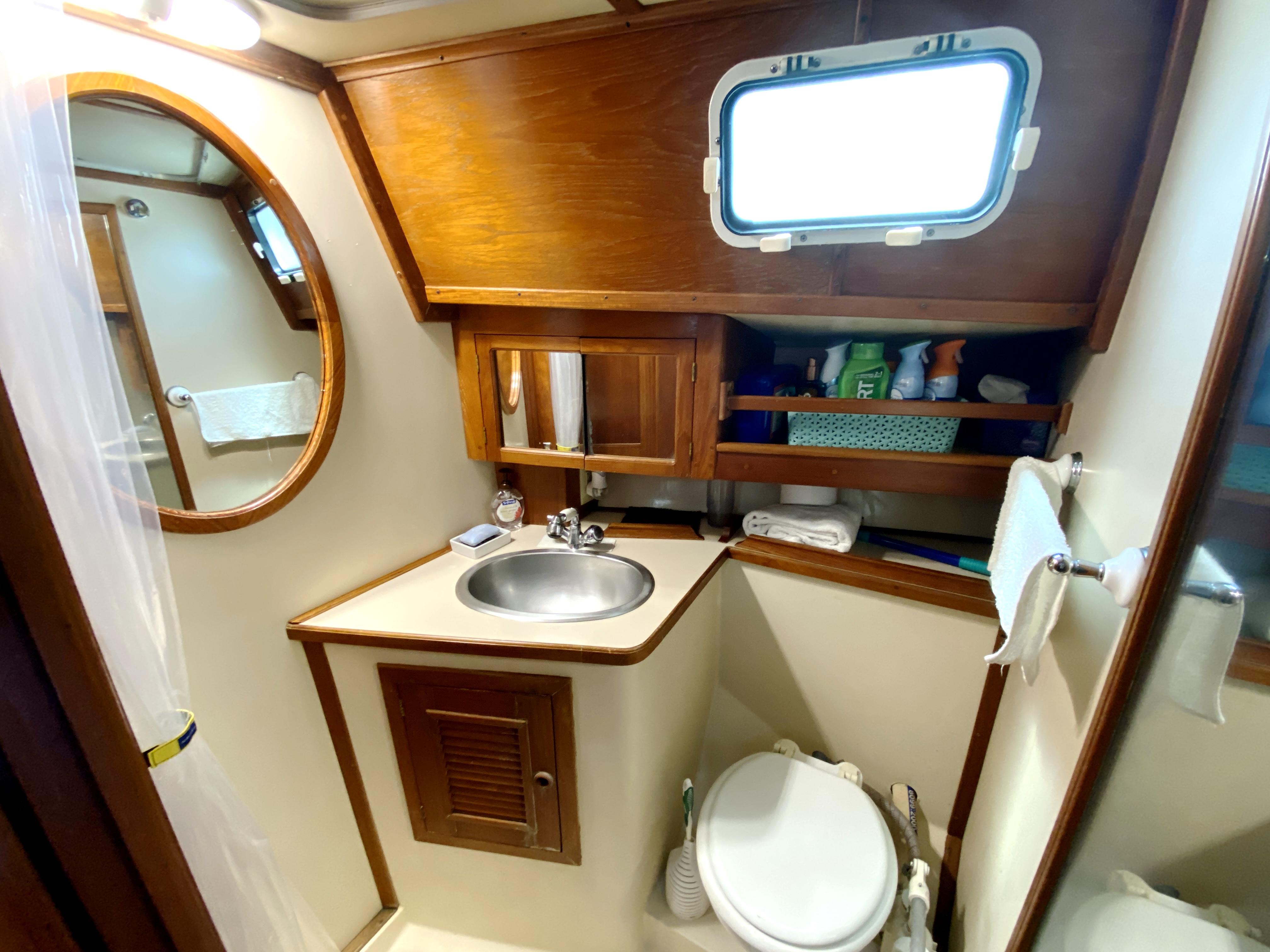 Endeavour 40 Center Cockpit - forward head, sink, shower