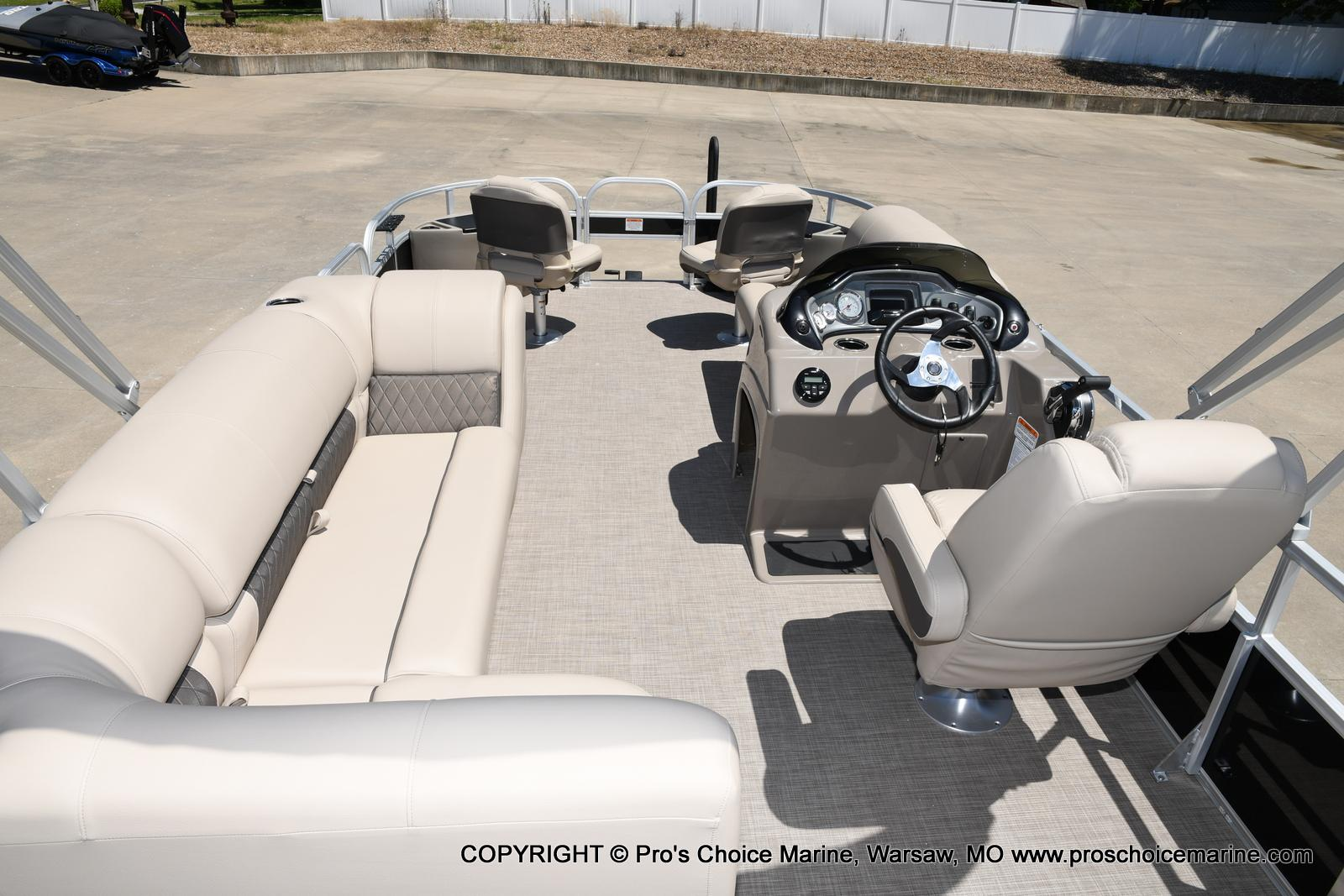 2021 Sun Tracker boat for sale, model of the boat is Fishin' Barge 20 DLX & Image # 17 of 50