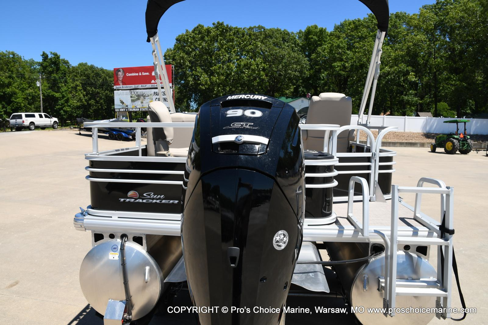 2021 Sun Tracker boat for sale, model of the boat is Fishin' Barge 20 DLX & Image # 19 of 50