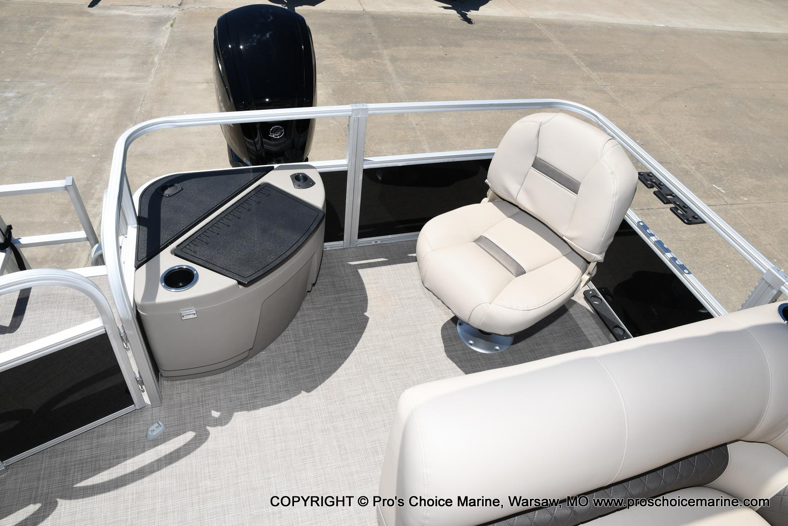 2021 Sun Tracker boat for sale, model of the boat is Fishin' Barge 20 DLX & Image # 34 of 50