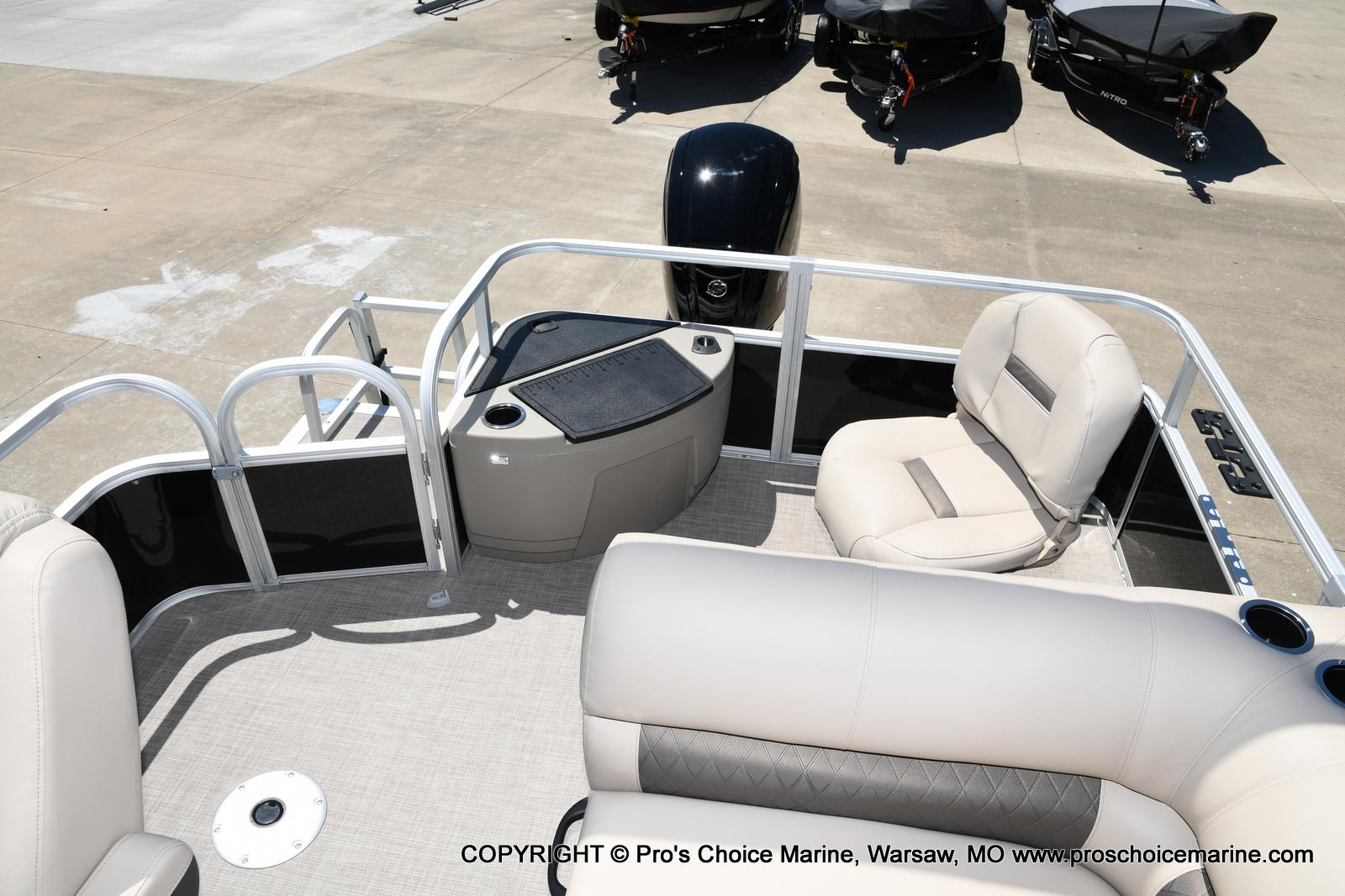 2021 Sun Tracker boat for sale, model of the boat is Fishin' Barge 20 DLX & Image # 35 of 50