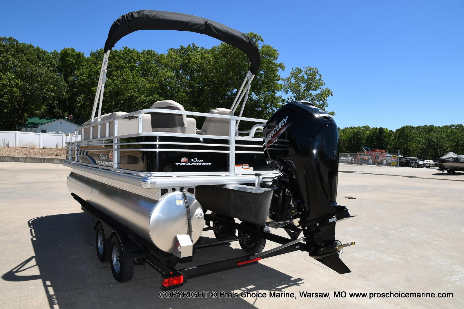 2021 Sun Tracker boat for sale, model of the boat is Fishin' Barge 20 DLX & Image # 38 of 50