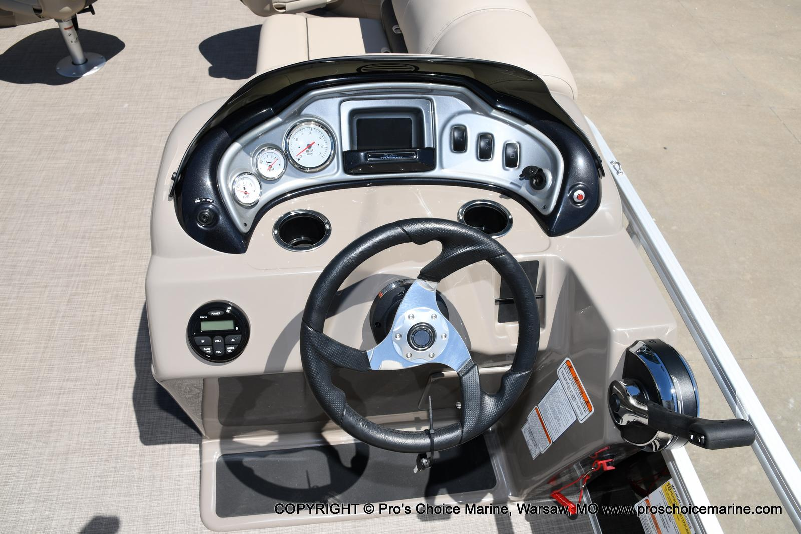 2021 Sun Tracker boat for sale, model of the boat is Fishin' Barge 20 DLX & Image # 44 of 50