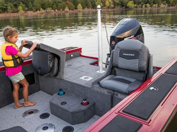 2021 Tracker Boats boat for sale, model of the boat is Targa™ V-18 Combo & Image # 10 of 16
