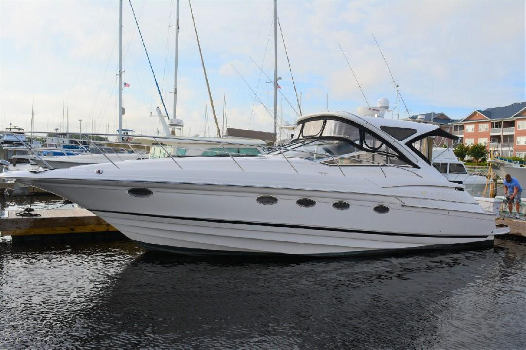 Regal 4460 Commodore - Port View